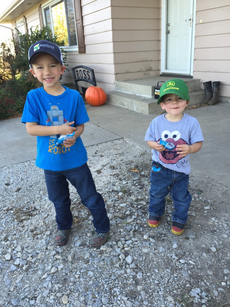 Farm kids ready to help daddy harvest