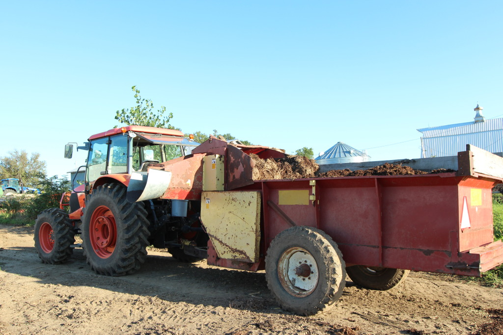 Tractor and feed wagon