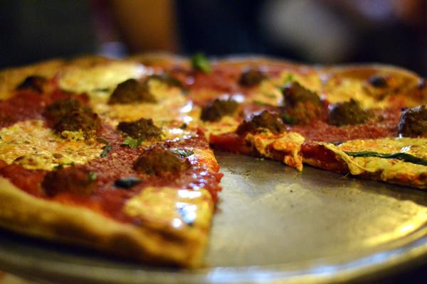 NY_lombardis-pizza_pizza-deboucheatable.com