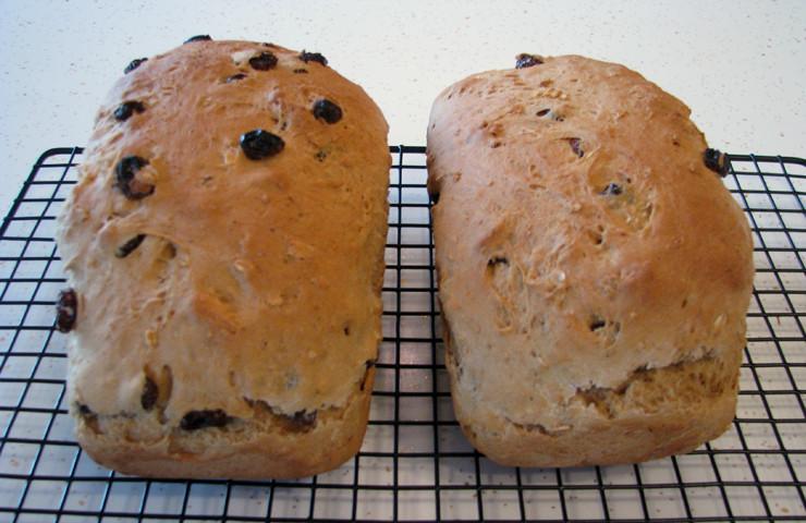 Grandma's Homemade Oatmeal Raisin Bread